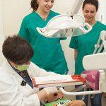 Futuri dentisti  a scuola di professione
